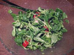 Feldsalat mit Senf-Knoblauch-Dressing